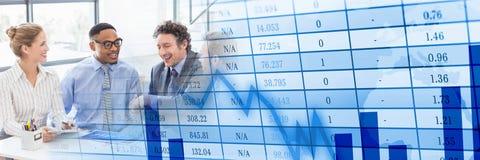 Деловая встреча на окне с голубым переходом диаграммы финансов Стоковая Фотография RF
