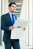 Деловая газета чтения бизнесмена Стоковое Изображение