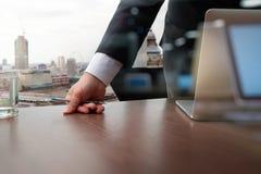 Деловые документы на таблице офиса с умными телефоном и компьтер-книжкой Стоковые Изображения RF