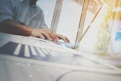 Деловые документы на таблице офиса с умными телефоном и компьтер-книжкой c Стоковые Фото