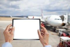 Деловые поездки авиапорта таблетки стоковые фотографии rf