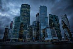 Деловый центр Москвы международный, Москв-город в ноче стоковое фото