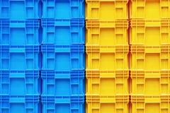 Дело красочного хранения стога коробки пластмасового контейнера логистическое Стоковая Фотография