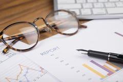 Дело показа и финансовый отчет AccountingBusinessman' стоковые изображения rf