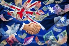 Дело рукопожатия денег флага Австралии стоковая фотография