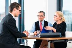Дело - собеседование для приема на работу с выбранным и HR стоковое изображение rf