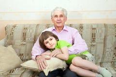 Дед с внуком Стоковая Фотография RF