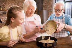 Деды и девушка варя совместно стоковое фото rf
