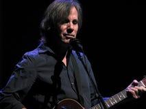 Джексон Browne в концерте стоковое изображение