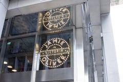 Джемми Оливер в ресторане Виктории итальянском служа классическая еда от Италии на улице декабре 2017 Виктории в короле Лондона о стоковые фотографии rf