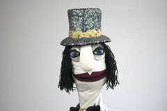 Джентльмен марионетки руки в портрете шляпы на белой предпосылке Стоковое Изображение