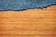 Джинсовая ткань на планке Стоковая Фотография RF