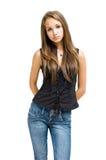 джинсыы девушки брюнет шикарные представляя детенышей Стоковая Фотография RF