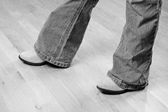 джинсыы отрезока ботинок ботинка Стоковые Фотографии RF