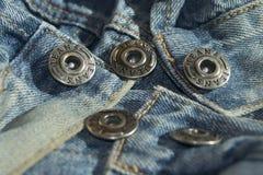 Джинсы кнопки металла Стоковая Фотография