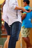 Джинсы человека с selfie инструмента Стоковая Фотография