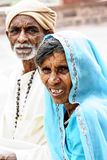 Джодхпур, Индия, 10-ое сентября 2010: Портрет индийских пар внутри Стоковая Фотография RF
