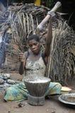 Джунгли АВТОМОБИЛЯ вышесказанного трибы республики в ноябре джунглей 2008 женщина 2-ой девушок baka Африки африканской центрально стоковые изображения rf