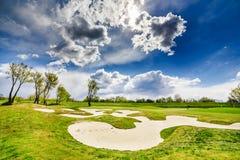 Дзоты песка на поле для гольфа стоковые изображения rf