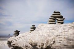 Дзэн камня кучи пляжа Стоковое фото RF