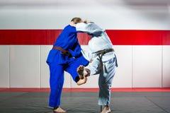 Дзюдо на tatami стоковые фото