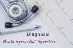 Диагноз острого инфаркта миокарда Стетоскоп, напечатанная электрокардиограмма и ручка на бумажной медицинской форме где показанны Стоковое фото RF
