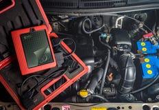 диагностическое оборудование для ремонта автомобиля, мотор, провод стоковая фотография