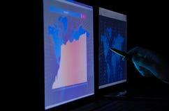 Диаграмма фондовой биржи на мониторе Стоковые Изображения RF