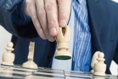 Диаграмма шахмат бизнесмена moving Стоковое фото RF