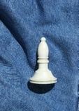 Диаграмма шахмат на предпосылке джинсов стоковые изображения rf
