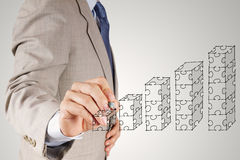 Диаграммы головоломки руки бизнесмена Стоковое Фото