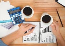 Диаграммы дела чертежа в блокноте с кофе и калькулятором стоковые изображения rf