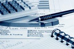 диаграммы диаграмм выходят шток вышед на рынок на рынок Стоковая Фотография RF