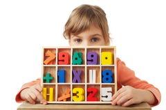 диаграммы игры цифров девушки формы деревянные Стоковое Изображение