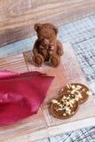 Диаграммы и mediants шоколада романтичные с гайками Стоковое Изображение RF