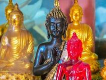 Диаграммы сидя Будды в виске Wat Saket или Золотой Горе, Бангкоке, Таиланде Стоковая Фотография RF