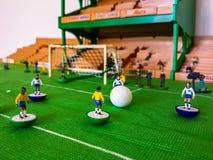 Диаграммы футбола выровнялись вверх на поле травы стоковые фото