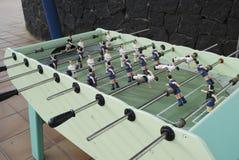 Диаграммы футболистов от металла, в сине-красной форме Стоковые Фотографии RF