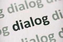 Диалог слова напечатанный на бумажном макросе стоковые изображения rf