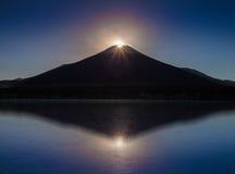 Диамант Фудзи, заход солнца na górze горы Фудзи и refection на озере Yamanakako стоковые изображения rf