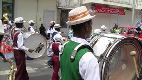 Диапазон креола на параде 14-ого июля, французский национальный праздник в Marigot акции видеоматериалы