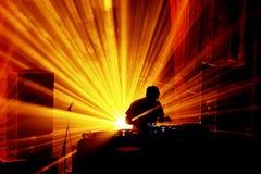 Диапазон лавин выполняет концерт DJ установленный на фестивале 2016 звука Primavera Стоковое фото RF