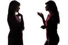 Диалог матери и дочери силуэта Стоковые Фото