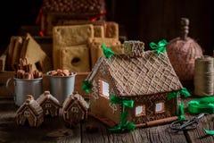 Дивный коттедж пряника рождества в уникально месте Стоковая Фотография