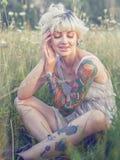 Диез смотря белокурый Портрет женщины летнего времени стоковое фото rf