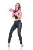 Диета Молодая красивая девушка с розовыми гантелями в его руках Девушка выполняет спортивную тренировку Стоковое фото RF