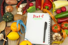 Диета свежих овощей сырцовая еда подготовляя vegetarian Vegetable меню Свежие органические овощи на таблице Еды диеты Стоковые Фото