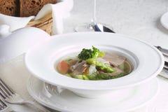 Диетический зеленый суп с овощами Стоковые Изображения RF