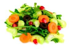 Диетический очень вкусный салат изолированный на белизне arugula, груши, waln Стоковое Изображение