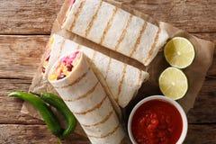 Диетическое зажаренное вегетарианское буррито с clos риса и овощей стоковая фотография rf